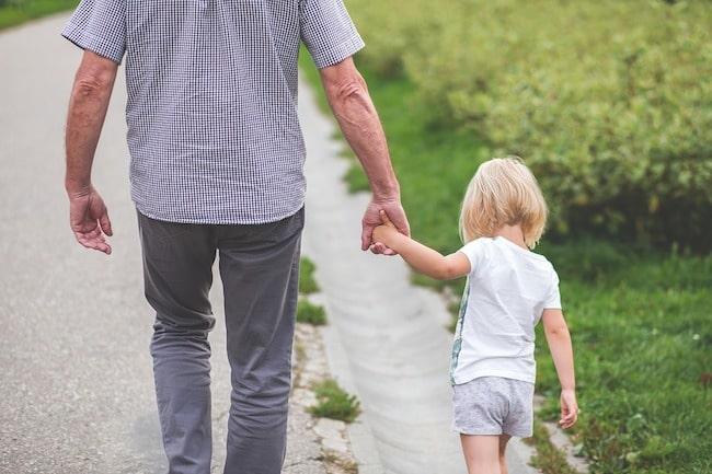Можно ли лишить отца родительских прав если он платит алименты